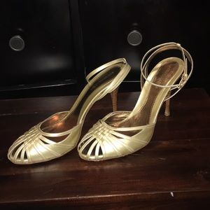 BCBG women's gold heels 8.5